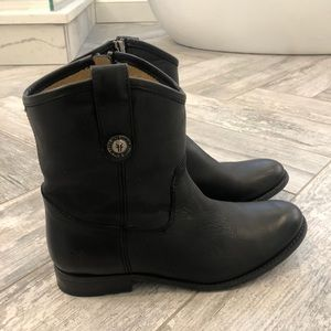Like new Frye Melissa button boots